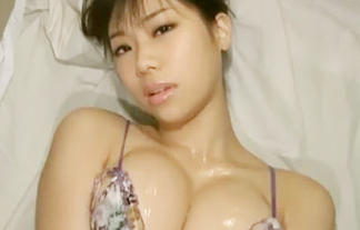 Hカップがぷるるん!巨乳グラドル鈴木ふみ奈がありとあらゆる手で誘惑!画像50枚